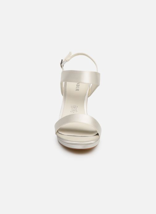 Sandales et nu-pieds Menbur 9528 Blanc vue portées chaussures