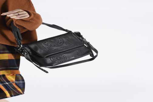 Handtaschen Desigual SOFT BANDANA KIEV schwarz ansicht von unten / tasche getragen