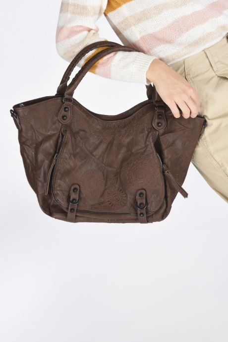 Handtaschen Desigual ALBITA ROTTERDAM braun ansicht von unten / tasche getragen