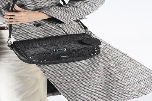 Handtaschen Desigual SOFT BANDANA AMORGOS schwarz ansicht von unten / tasche getragen