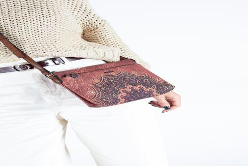 Handtaschen Desigual TEKILA SUNRISE DURBAN braun ansicht von unten / tasche getragen