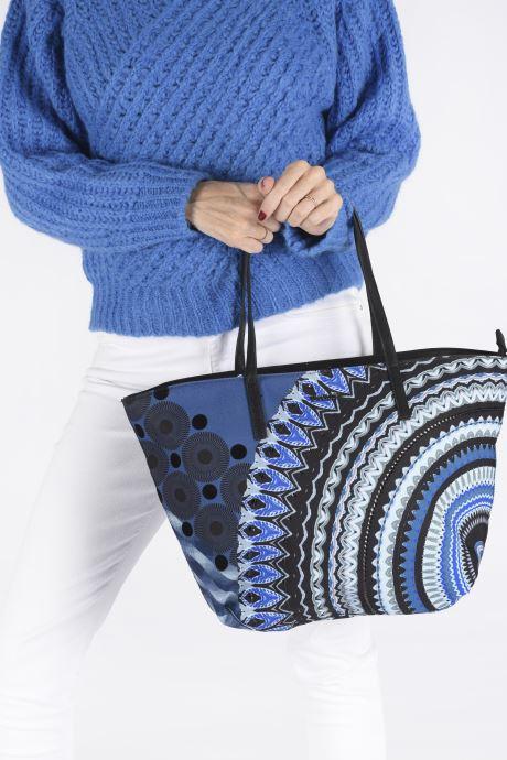 Handtaschen Desigual BLUE FRIEND SICILIA blau ansicht von unten / tasche getragen