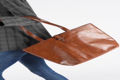 Handtaschen Esprit Tavi shopper Bags braun ansicht von unten / tasche getragen