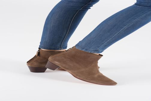 Stiefeletten & Boots Anonymous Copenhagen LEAH braun ansicht von unten / tasche getragen