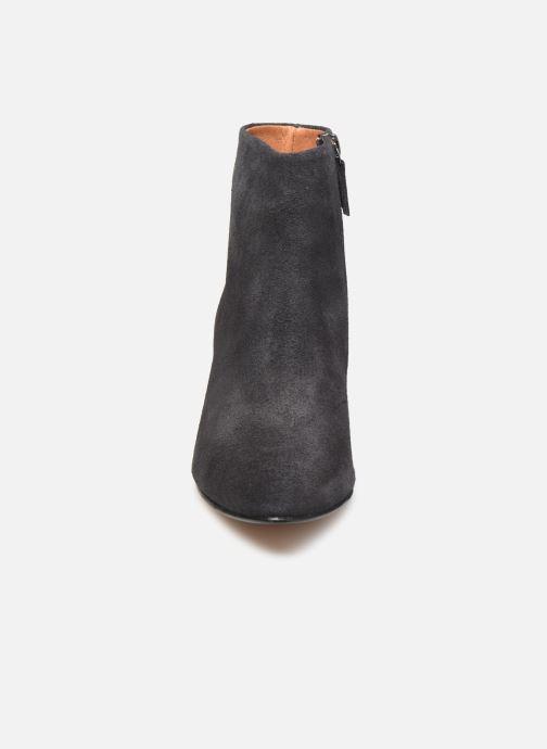 Bottines et boots Anonymous Copenhagen NIVA TRIANGLE Gris vue portées chaussures