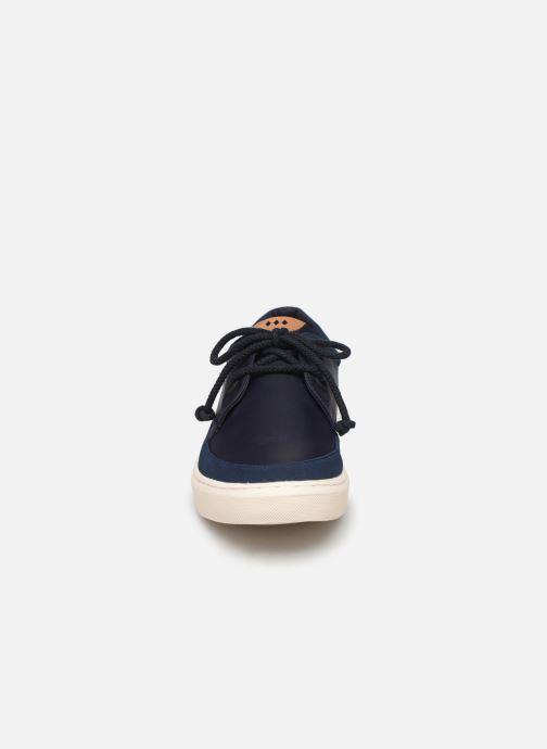 Sneakers Armistice Blow Derby M Azzurro modello indossato