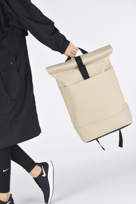 Rucksäcke Ucon Acrobatics Hajo Backpack beige ansicht von unten / tasche getragen