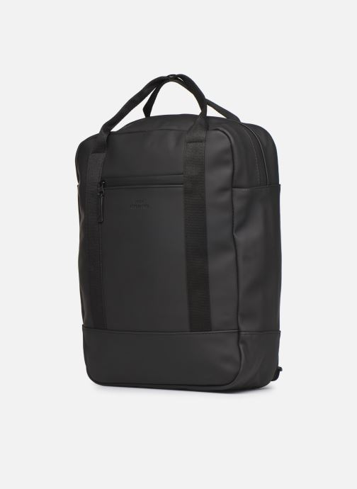 Mochilas Ucon Acrobatics Ison Backpack Negro vista del modelo