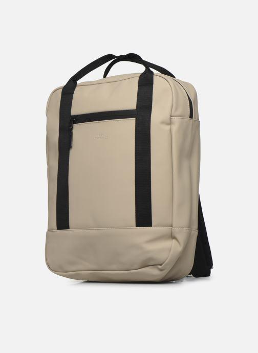 Zaini Ucon Acrobatics Ison Backpack Beige modello indossato