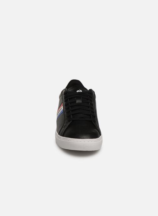 Baskets Le Coq Sportif Courtflag GS Noir vue portées chaussures