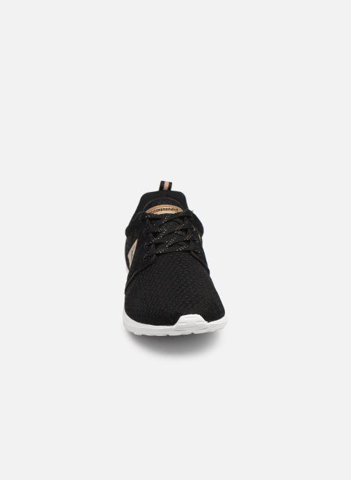 Baskets Le Coq Sportif Dynacomf W METALLIC Noir vue portées chaussures