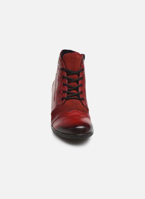 Stivaletti e tronchetti Remonte Moon Rosso modello indossato