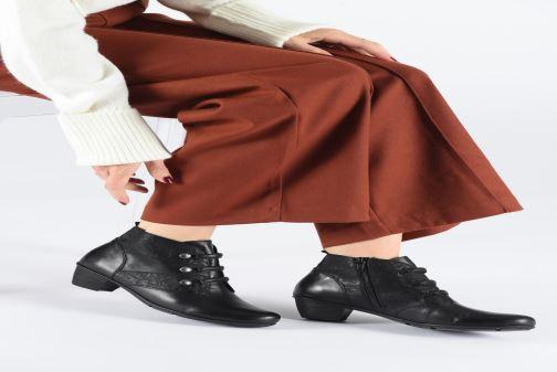 Bottines et boots Remonte Moana Bordeaux vue bas / vue portée sac