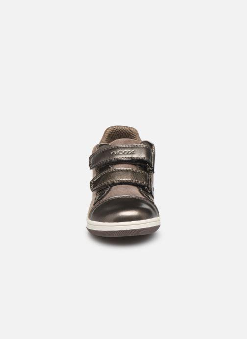 Baskets Geox B New Flick Girl B941HA Marron vue portées chaussures