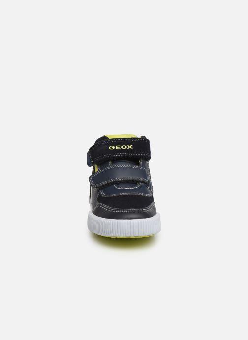 Sneakers Geox B Kilwi Boy B94A7A Azzurro modello indossato