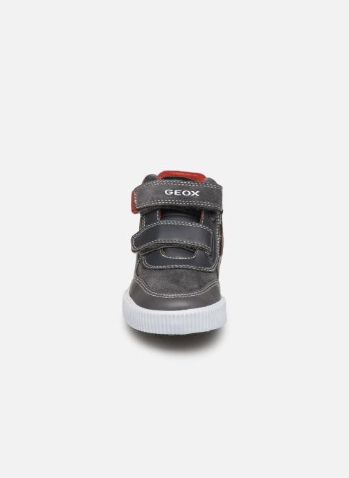 Baskets Geox B Kilwi Boy B94A7A Gris vue portées chaussures