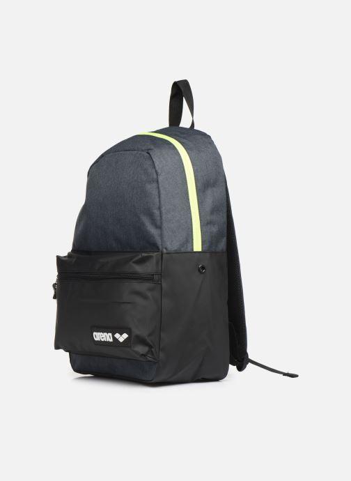 Zaini Arena Team Backpack 30 Grigio modello indossato