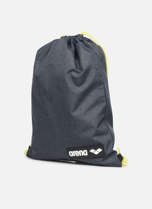 Borsa da palestra Arena Team Swimbag Grigio modello indossato