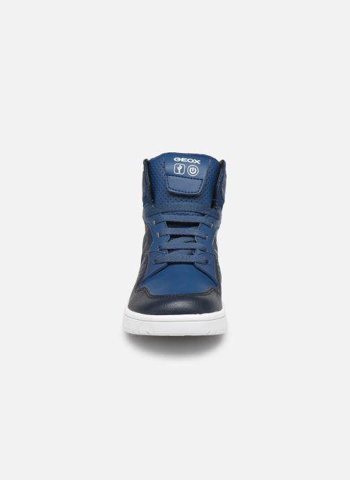 Baskets Geox J Xled Boy J947QA Bleu vue portées chaussures