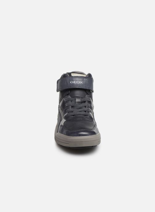 Sneakers Geox J Arzach Boy J944AA Azzurro modello indossato