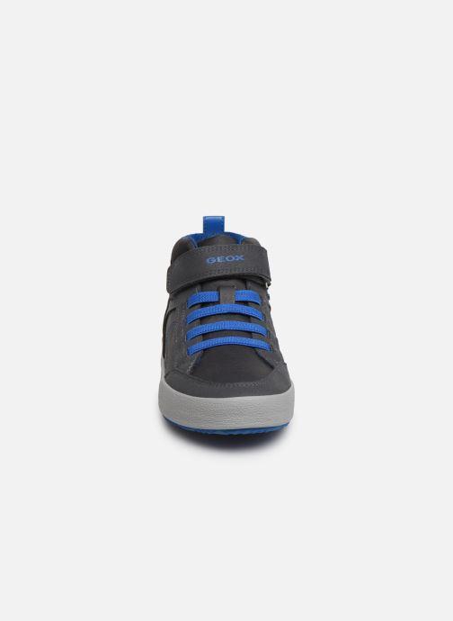Baskets Geox J Alonisso Boy J942CN Marron vue portées chaussures