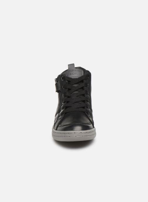 Sneakers Geox JR Garcia Boy J94B6A Nero modello indossato