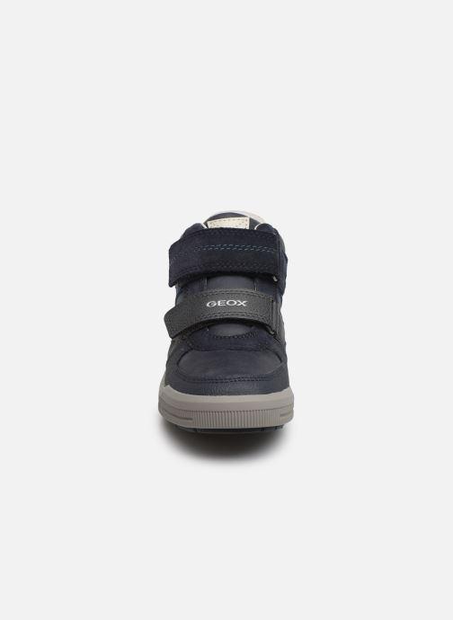 Baskets Geox J Arzach Boy J944AB Bleu vue portées chaussures