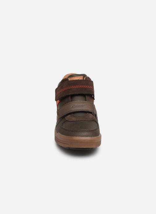 Baskets Geox J Arzach Boy J944AB Marron vue portées chaussures
