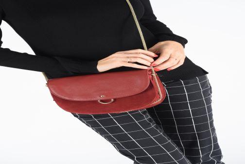 Handtaschen Petite mendigote Sac Jussieu grained cow & cow split rot ansicht von unten / tasche getragen