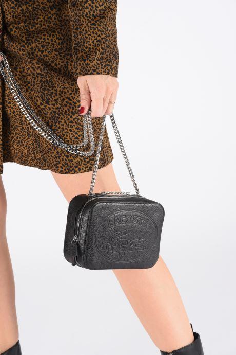 Sacs à main Lacoste CROCO CREW CUIR  CROSSOVER BAG Noir vue bas / vue portée sac