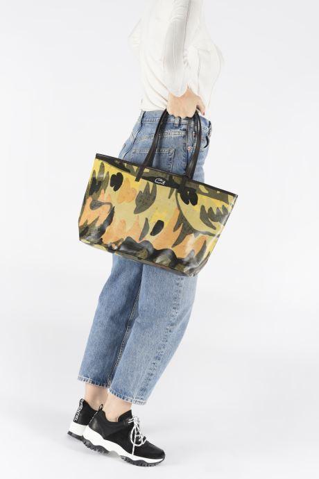 Handtaschen Lacoste ROBERT GEORGE M SHOPPING BAG grün ansicht von unten / tasche getragen