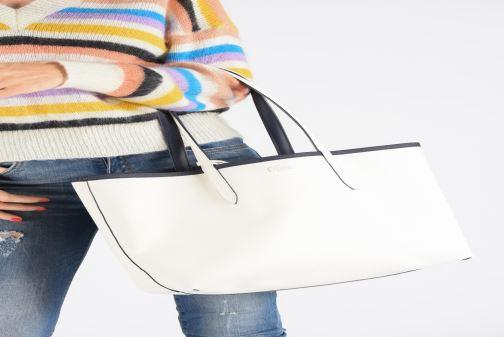 Sacs à main Lacoste ANNA SHOPPING BAG Rouge vue bas / vue portée sac