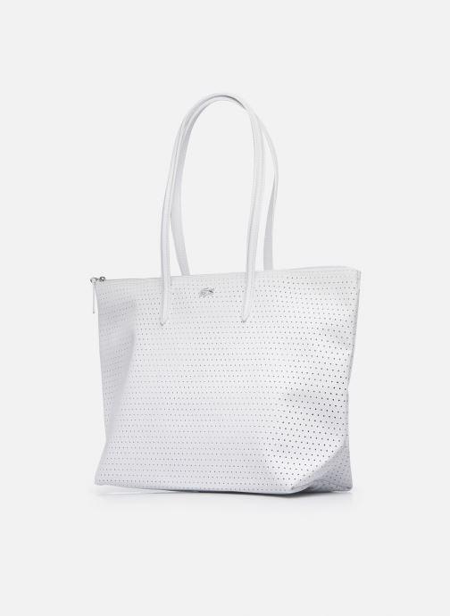 Sacs à main Lacoste L.12.12 Concept Seasonal L Shopping Bag Blanc vue portées chaussures