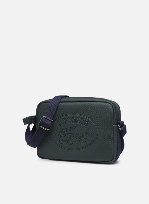 Sacs à main Lacoste WOMEN S CLASSIC SQUARE CROSSOVER BAG Vert vue portées chaussures