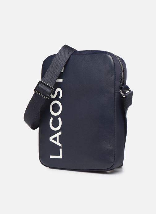 Sacs homme Lacoste L.12.12 CUIR M VERTICAL CAMERA BAG Bleu vue portées chaussures