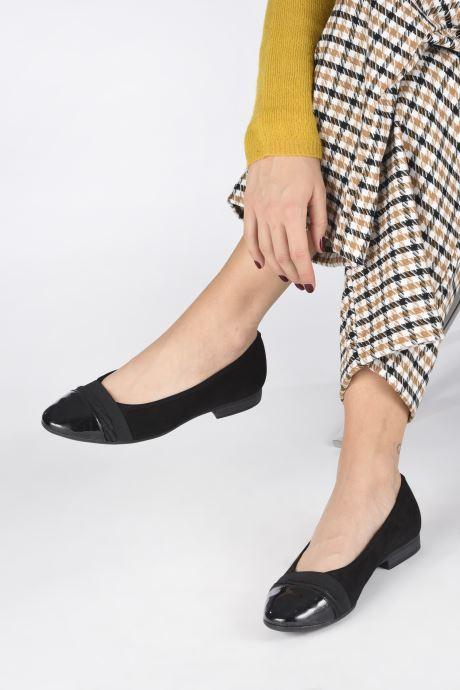 Ballerinas Jana shoes CAMILLE NEW schwarz ansicht von unten / tasche getragen