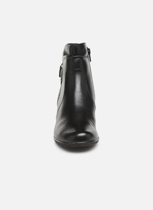 Stivaletti e tronchetti Jana shoes DOUGLAS NEW Nero modello indossato