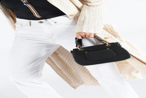 Handtaschen Hexagona DUNE CUIR DOUBLE PORTE schwarz ansicht von unten / tasche getragen