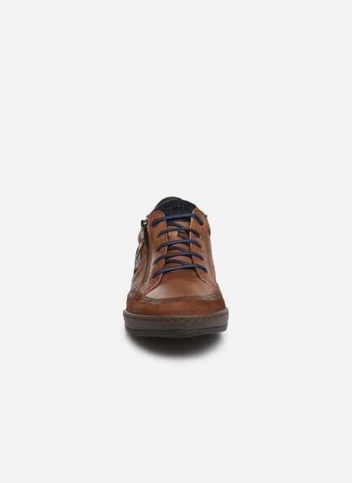 Sneakers Fluchos Etna 0251 Marrone modello indossato