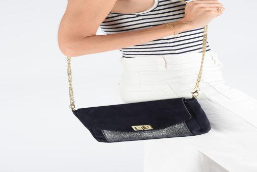 Handtaschen Georgia Rose Meloute Leather gelb ansicht von unten / tasche getragen