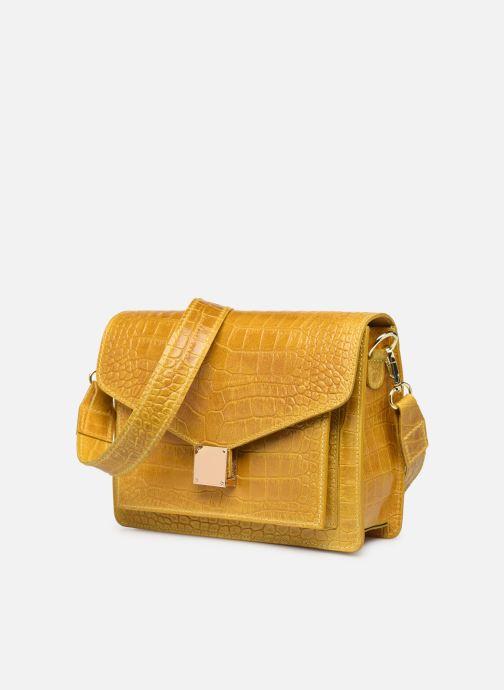 Bolsos de mano Georgia Rose Macroco Leather Amarillo vista del modelo
