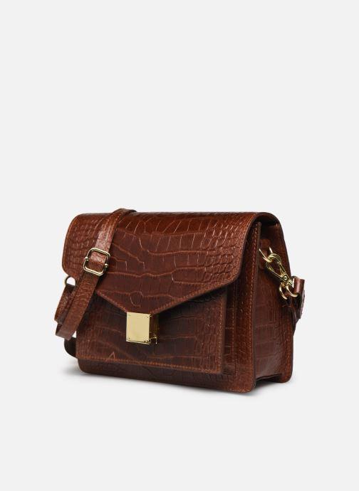 Borse Georgia Rose Macroco Leather Marrone modello indossato