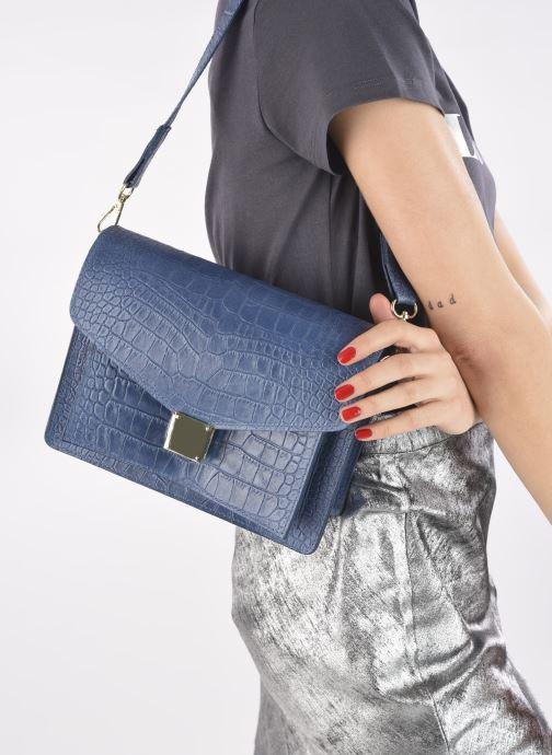 Handtaschen Georgia Rose Macroco Leather blau ansicht von unten / tasche getragen