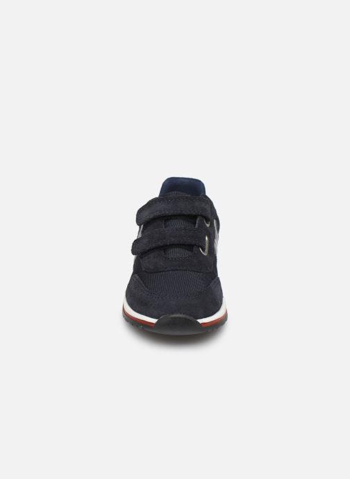 Baskets BOSS Baskets J09117 Bleu vue portées chaussures