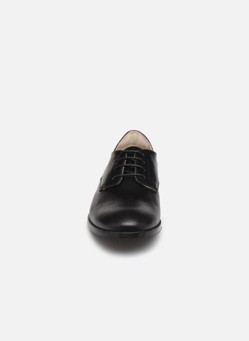 Scarpe con lacci BOSS Chaussures J29195 Nero modello indossato