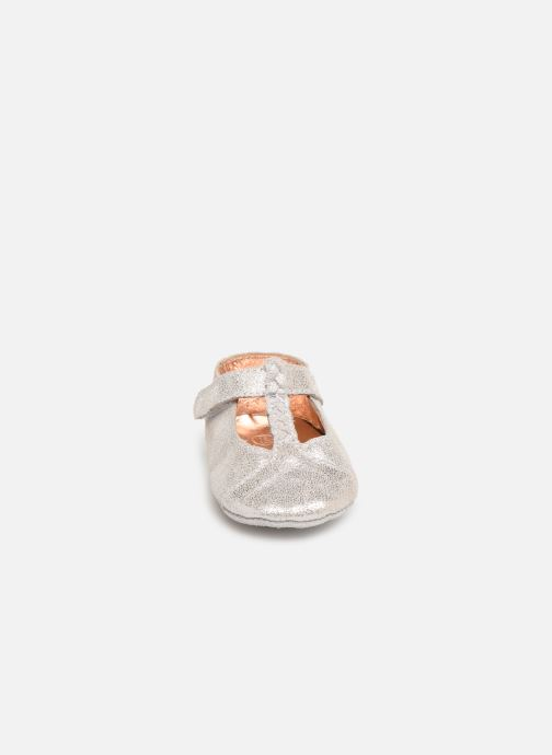 Pantuflas CARREMENT BEAU Chaussons Y99042 Plateado vista del modelo