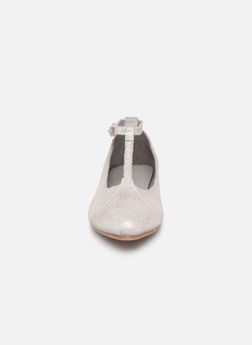 Ballerines CARREMENT BEAU Ballerines Y19043 Argent vue portées chaussures