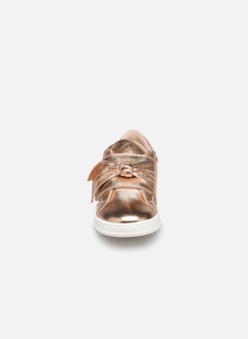 Sneakers CARREMENT BEAU Baskets Y19050 Oro e bronzo modello indossato
