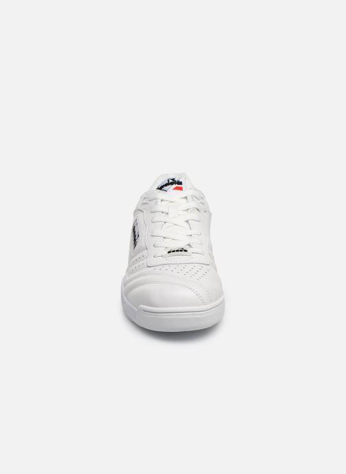 Sneakers Diadora Action Bianco modello indossato