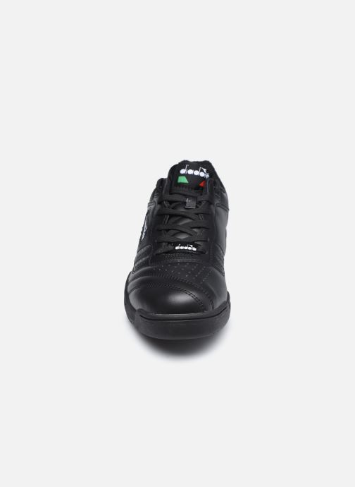 Baskets Diadora Action Noir vue portées chaussures